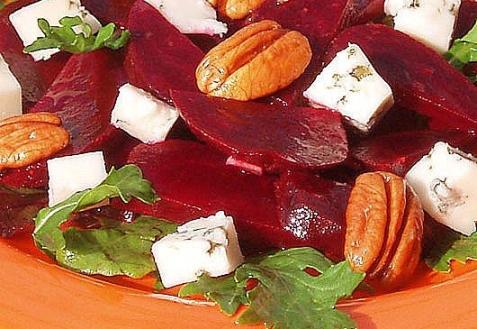 Салат из свеклы с Рокфором и орехами