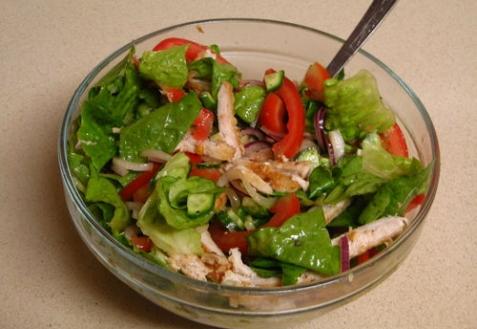 Овощной салат с куриной грудкой