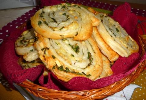 Завитушки с сыром и зеленью