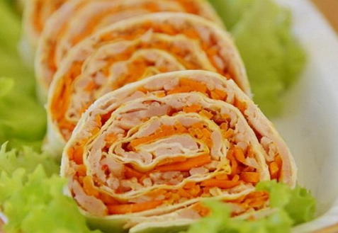 Рецепт на Новый год: Рулет из лаваша с корейской морковкой
