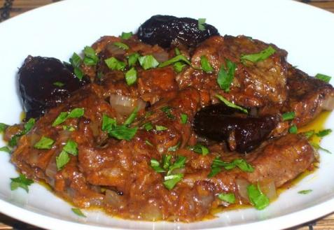 мясо с черносливом тушеное рецепт с фото
