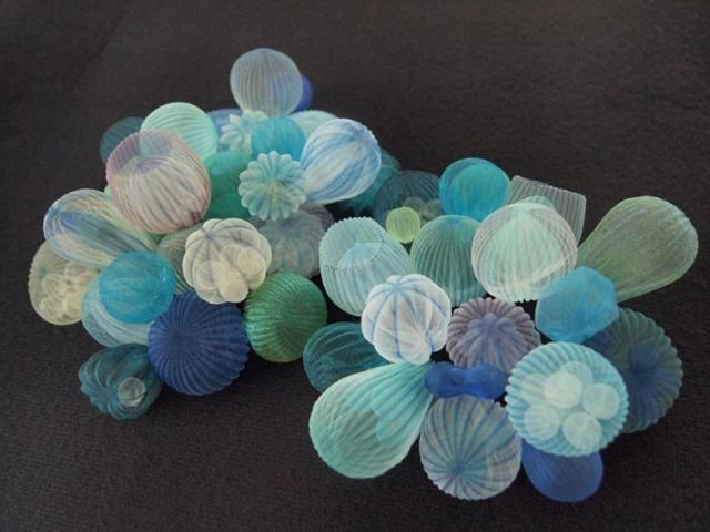 Фото: Вдохновленные морем: воздушные украшения из полупрозрачной ткани (Фото)
