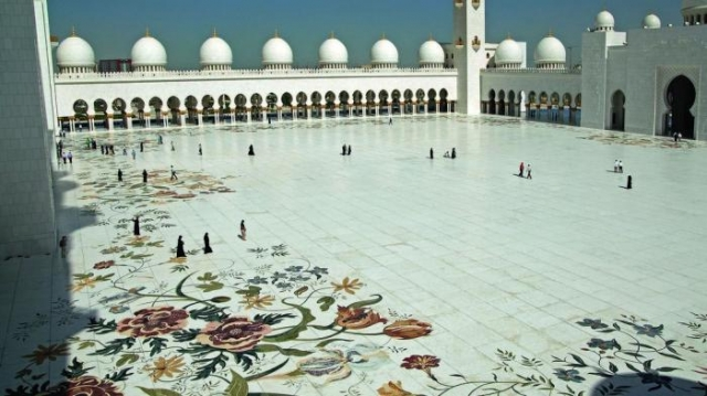 Внутренний двор выложен мраморной мозаикой. / Фото: www.thenational.ae
