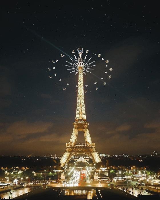 Эйфелева башня - опора для поразительного аттракциона.