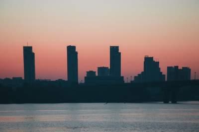 Рассвет в Киеве в ярких пейзажах. Фото