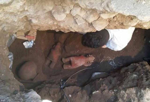 Могила обнаруженная в Колиме, Мексика.
