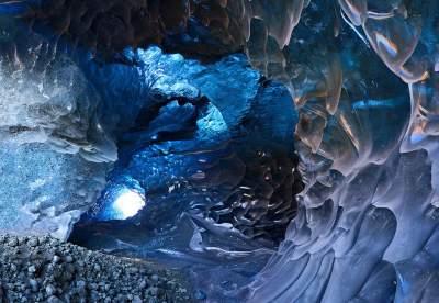 Прогулка по исландской ледяной пещере неописуемой красоты. Фото