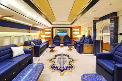 Этот «золотой» авиалайнер стоит 640 млн долларов. Фото