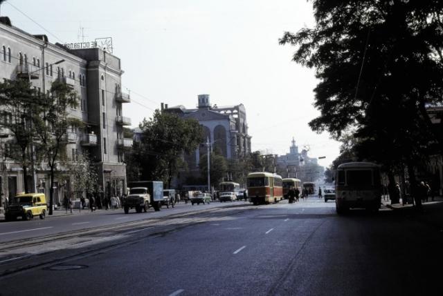 Одна из улиц города. СССР, Ростовская область, 1975 год.