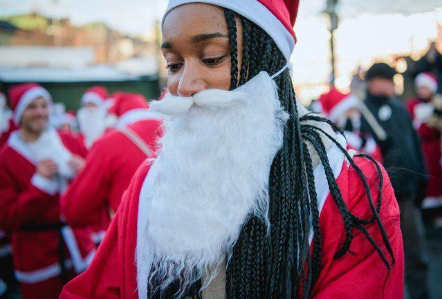 Фото: Как проходят костюмированные забеги Санта-Клаусов в разных странах мира (Фото)