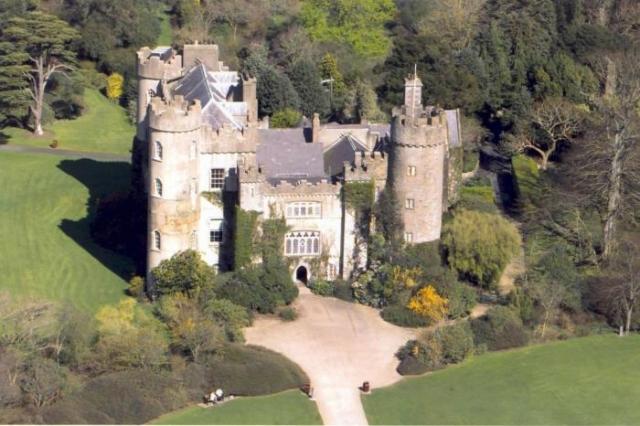 В Ирландии и сегодня можно пожить в замке. \ Фото: www.aransweatersdirect.com