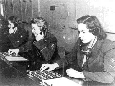 Не так давно все эти звонки обрабатывались вручную бесчисленными операторами коммутаторов, которые буквально соединяли провод к проводу