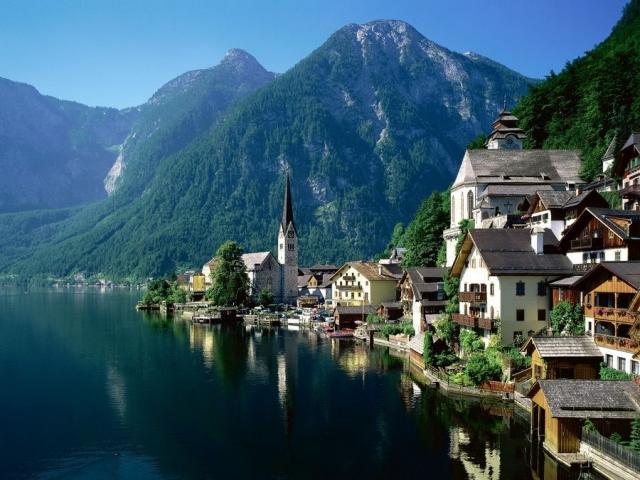 Австрийский город Зальцкаммергут фото вида с озера