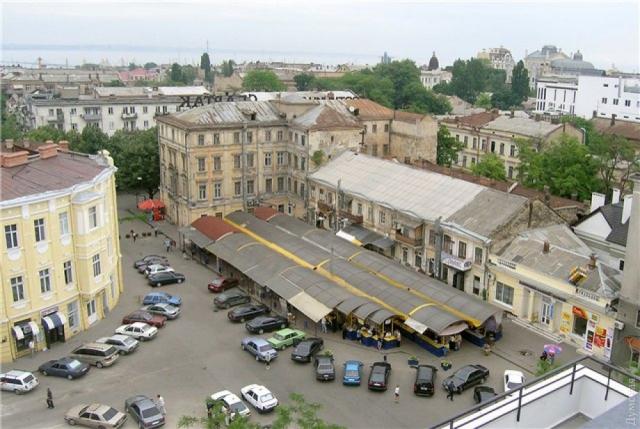 Одесская книжка в 1999 году, до переезда на Александровский проспект. Здесь и ниже - фото lingvik.livejournal.com