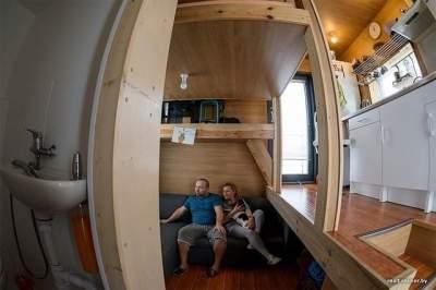 Белорусская семья построила комфортный дом площадью всего 16 кв.м. Фото