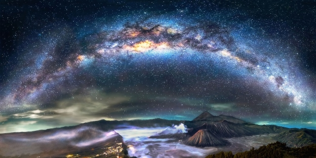 Milky-Way-shines-down-on-Mount-Fuji_1.jpg