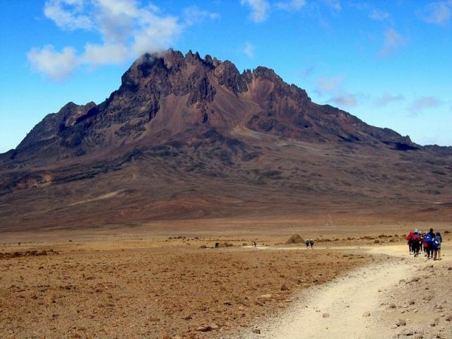 Фото: Веющие приключениями снимки одного из самых старых вулканов Африки (Фото)