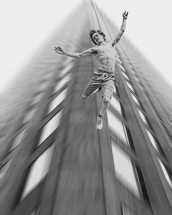 Порой во сне люди испытывают ощущение свободного падения и этот снимок - его точная визуализация.