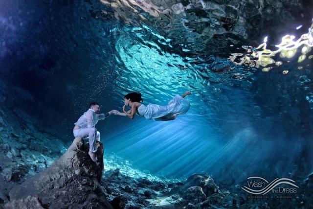 Фотограф из Мексики устраивает подводные фотосессии влюбленных - фото 268887