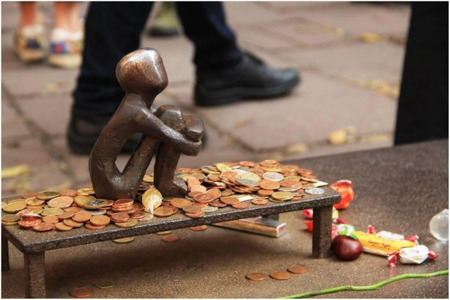 Посвящен всем детям на планете: туристы показали уникальную скульптуру Швеции