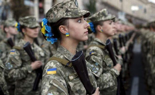 Воин-красавица с Донбасса покорила украинцев: «Позывной Барби, вместо туфель – берцы»
