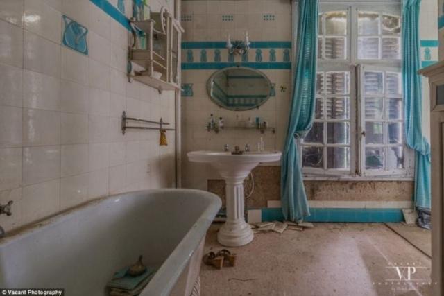 В ванной все осталось на своих местах.