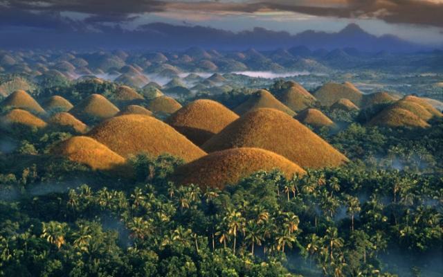 Шоколадные холмы, остров Бохоль, Филиппины. / Фото: www.lj-top.ru