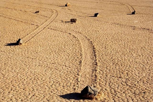 Камни умеют ходить? Камни тоже путешествуют. Причем самостоятельно. Долина движущихся камней ... - 2