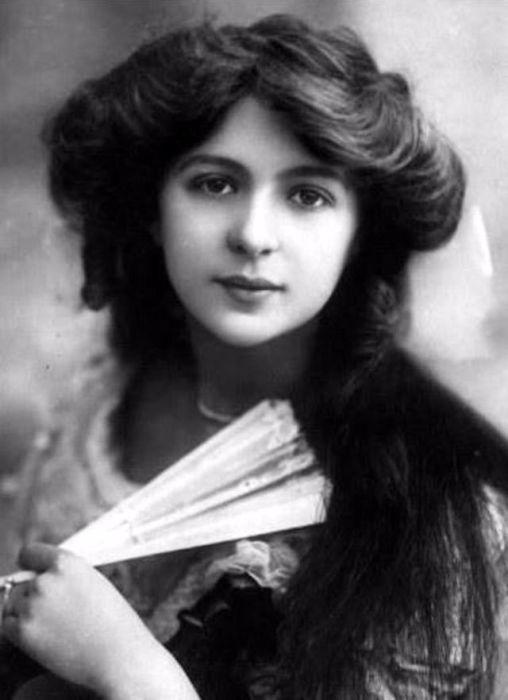 Актриса, которая начала свою карьеру в театре Олдвич под руководством Сеймура Хикса.