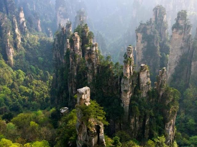 Национальный лесной парк Чжанцзяцзе, Китай. / Фото: www.nationalgeographic.com