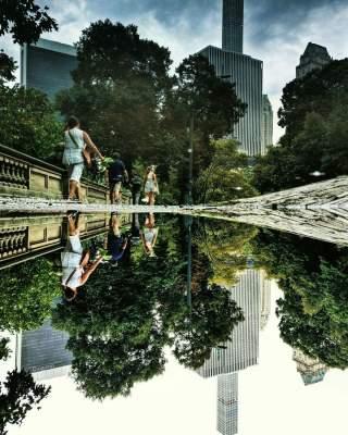 Уникальный фотопроект: мегаполисы в отражении луж. Фото