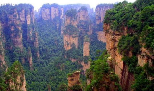 Национальный парк Чжанцзяцзе раскинулся в горах Улинъюань.