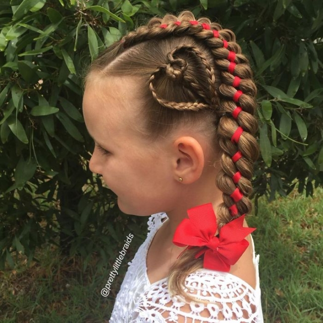 AD-Mom-Braids-Unbelievably-Intricate-Hairstyles-Every-Morning-Before-School-04