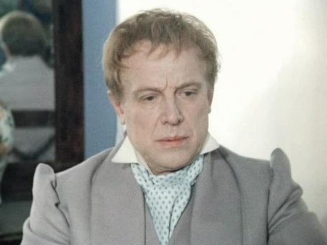 Иннокентий Смоктуновский в фильме *Мертвые души*, 1984   Фото: kino-teatr.ru