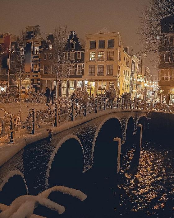 Ночное очарование зимнего Амстердама.
