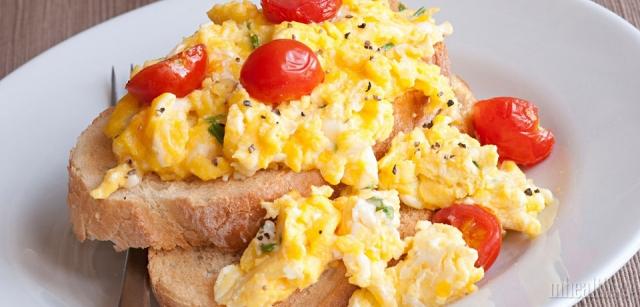 Как приготовить самую вкусную яичницу с помидорами