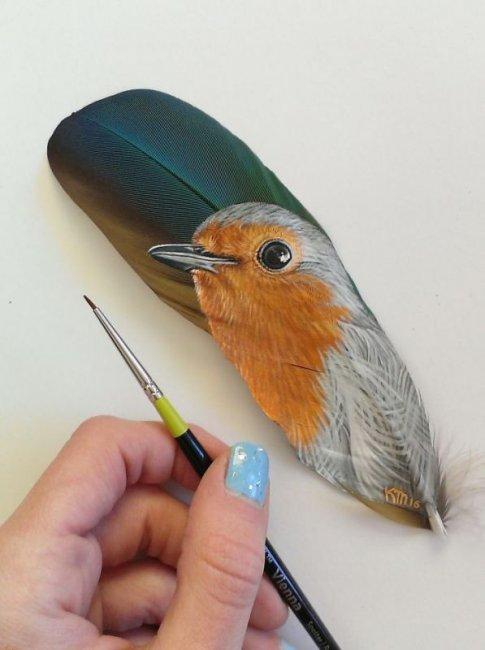 Портреты животных на перьях птиц  (12 фото)