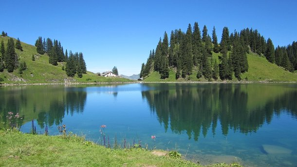 """<p style=""""text-align: justify;"""">Відпочинок на березі озера - відмінний спосіб добре провести час. Фото: pixabay.com</p>"""