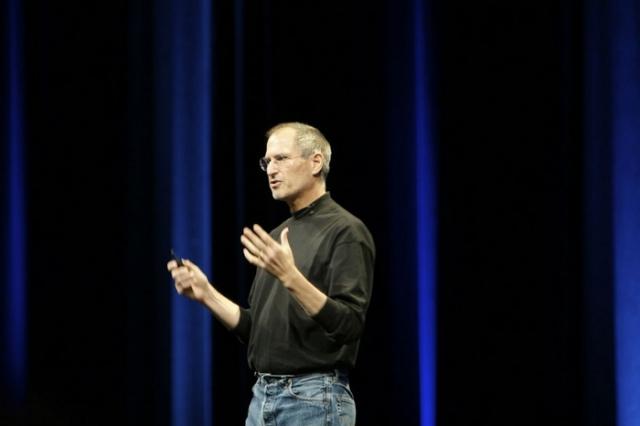 Стив Джобс ел яблоки.