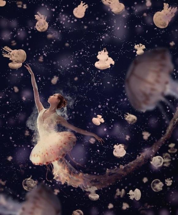Феерическое выступление изящной морской балерины в водных глубинах.