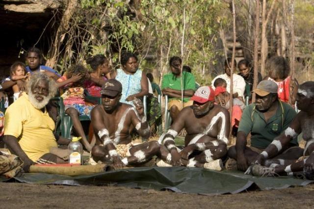 Чтобы племенам было легче друг друга понять, 11 лет назад в стране заработал аборигенный телеканал на английском языке. /Фото:theconversation.com