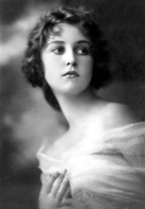 Оперная звезда, киноактриса Италии, известная куртизанка «Прекрасной эпохи» (Belle Еpoque).