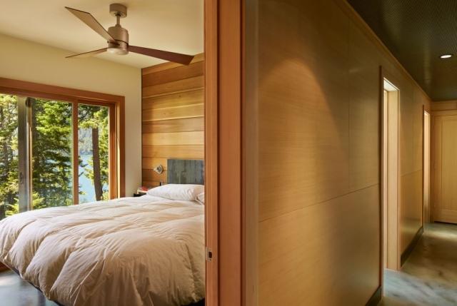 Дом в горах у озера от Johnston Architects - спальня