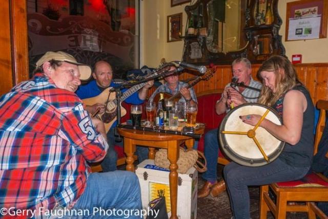 В Ирландских пабах скучно не бывает! \ Фото: @gerryfaughnan