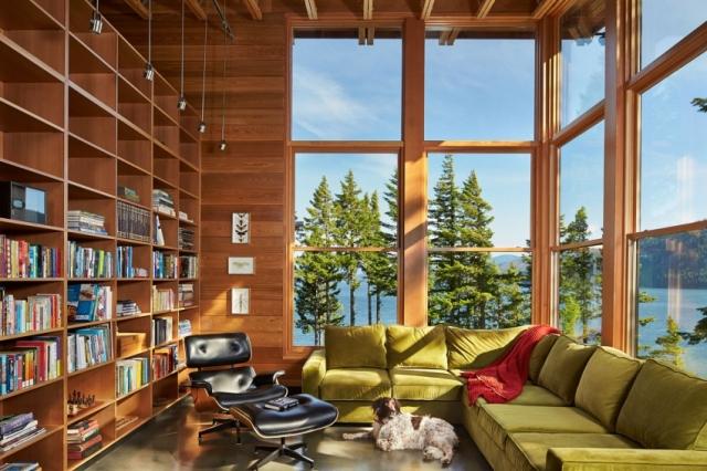 Большой деревянный шкаф в интерьере дома в горах у озера