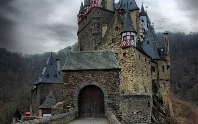Замок Эльтц в Германии.