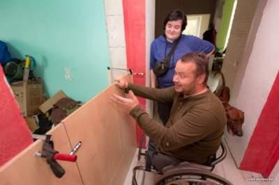 В Беларуси инвалид превратил старый магазин в уютный дом. Фото