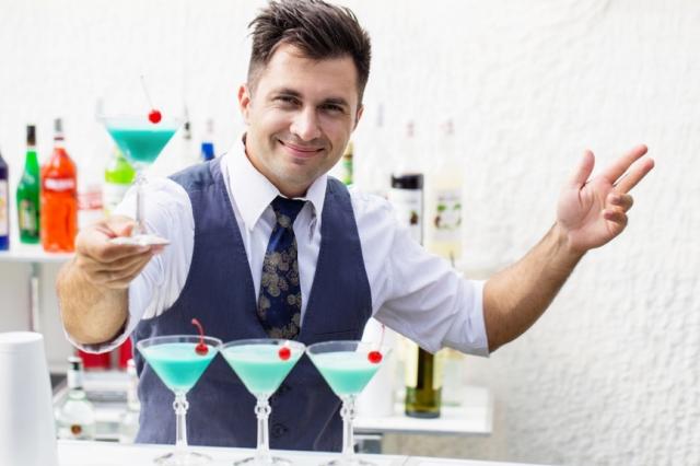 Правильный бармен тот, у которого на лице всегда улыбка