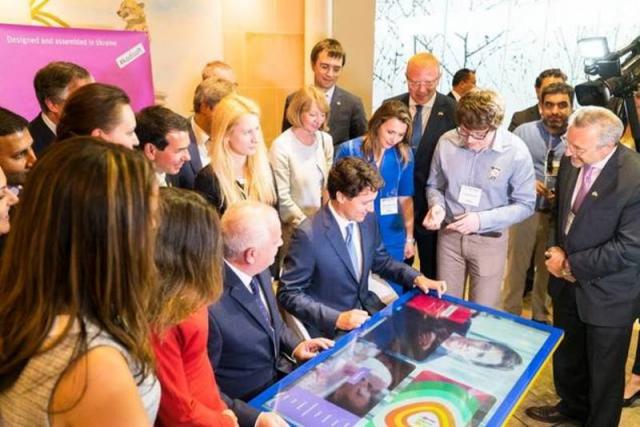 В Україні працюватимуть інтерактивні столи