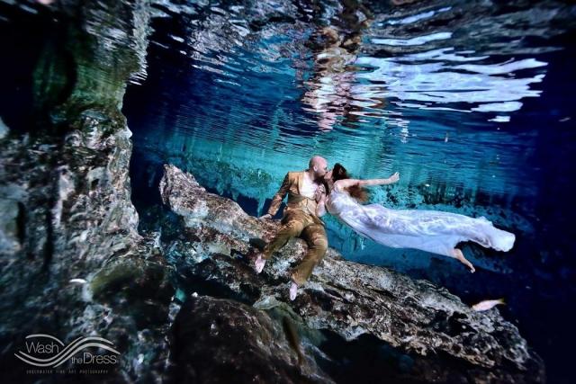 Фотограф из Мексики устраивает подводные фотосессии влюбленных - фото 268888
